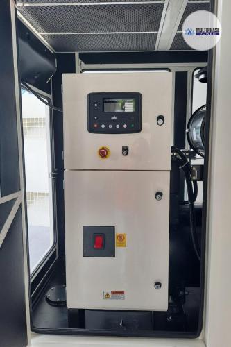 บริษัท ติ่งฟง จำกัดยี่ห้อเครื่องกำเนิดไฟฟ้า (Generator Brand) : มัลติเฟส พาวเวอร์รุ่นเครื่องกำเนิดไฟฟ้า (Generator Model) : MP350C (350 KVA)เครื่องยนต์ (Engine) : Cummins NTA855G1Bเครื่องกำเนิดไฟฟ้า (Alternator) : Leroy Somer TAL-A46-Gชุดควบคุม (Controller) : DSE7420สวิตซ์เปลี่ยนแหล่งจ่ายไฟฟ้าอัตโนมัติ (ATS) : AP800A